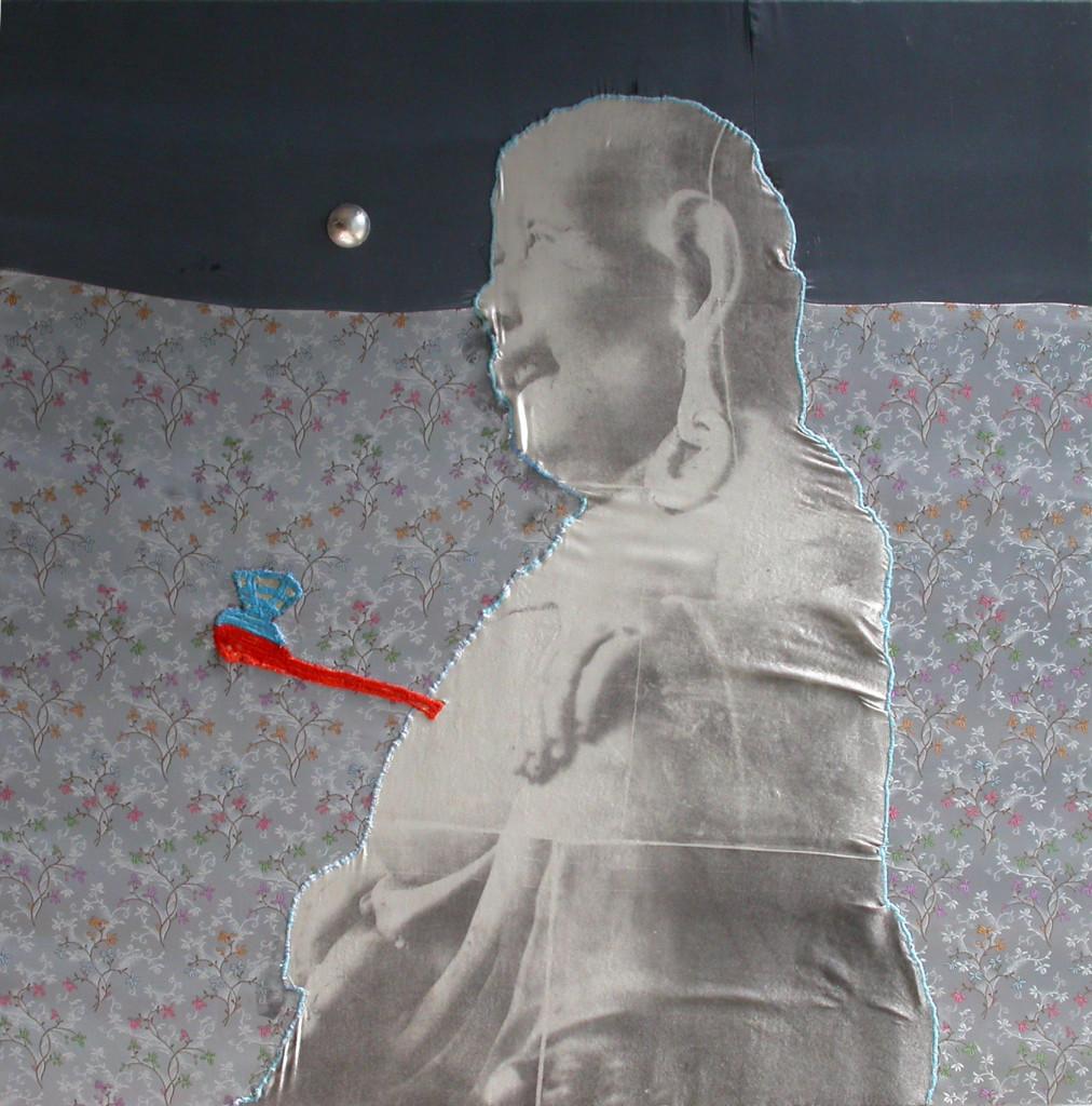 15c-buddha che soffia la C-2010-transfert,ricamo, plastica e foglia d'argento su seta e raso-80x80cm